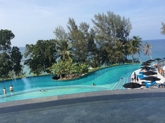 Pullman Phuket Arcadia Naithon Beach : Pool shot from circular seating area