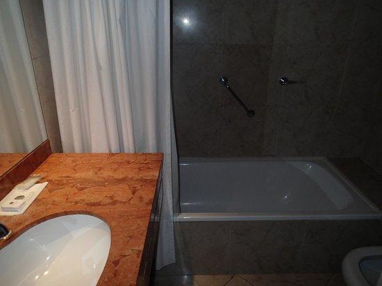 Dazzler San Martin: バスルーム