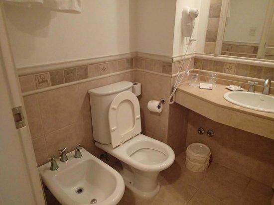 Calafate Parque Hotel: バスルーム