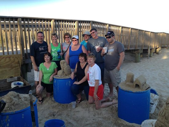 Sandcastle Lessons : Group photo with the best sand castle artist in South Padre Island