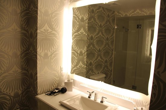 The Silversmith Hotel: Bathroom was big and clean
