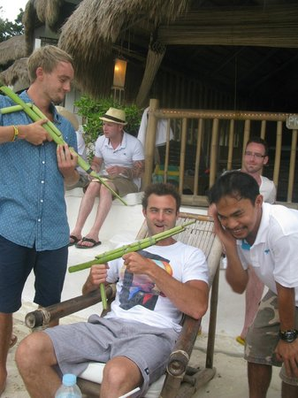 Spider House Resort: bar staff made the boys guns to play with !