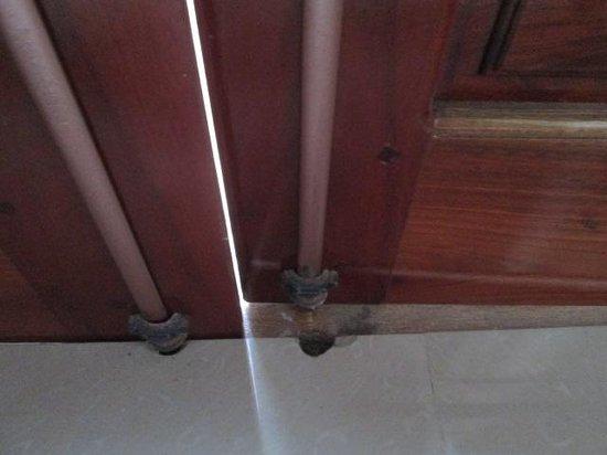 Hoang Thu Homestay: Balcony doors do not close property