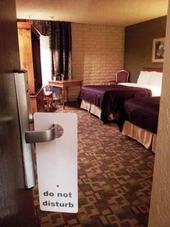 FairBridge Inn & Suites And Outlaw Convention Center: Guestroom 2 queen Beds