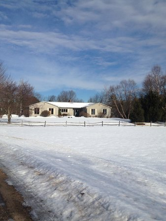 Willey's Farm Bed & Breakfast: Willey Farm in the snow