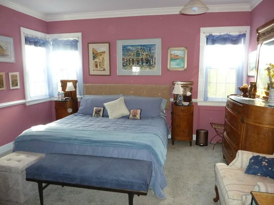 Heaven Scent Bed & Breakfast: Italian Room - ground floor, king bed, private bath, antique Italian furniture
