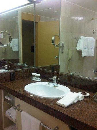 Hotel Okura Tokyo : Bathroom sink
