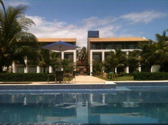 Villa Da Praia Hotel: Vista da piscina para o hotel