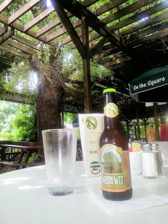 The Garden Deli: Great selection of local craft beer and wine.
