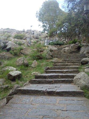 Piedra Movediza: Escalinatas
