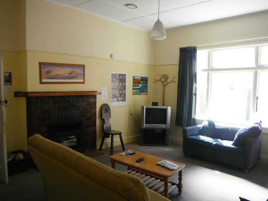 Koanui Lodge & Backpackers: Hostel Lounge