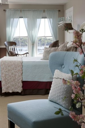 Clark Point Inn: Sarah Ashley Guestroom Suite - A very large, more private, 3rd floor space - fabulous WATER VIEW