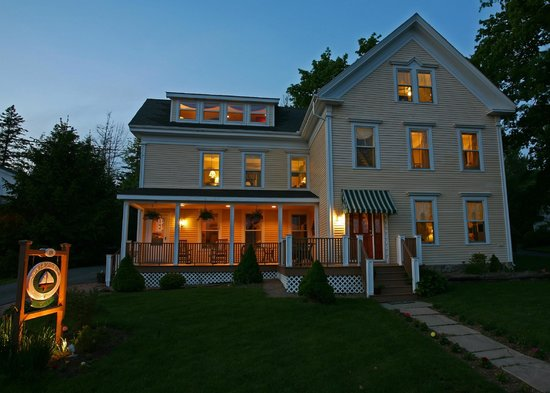 Clark Point Inn: We are located in a relaxed, peaceful, residential neighborhood!