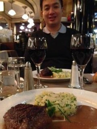 Brasserie Vaudeville : Steak and mashed potato