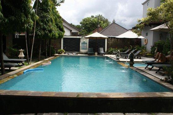 Puri Sading Hotel: Pool