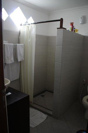 Puri Sading Hotel : Bathroom