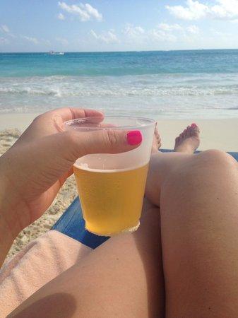 Hotel Riu Cancun: Beer and Beach!