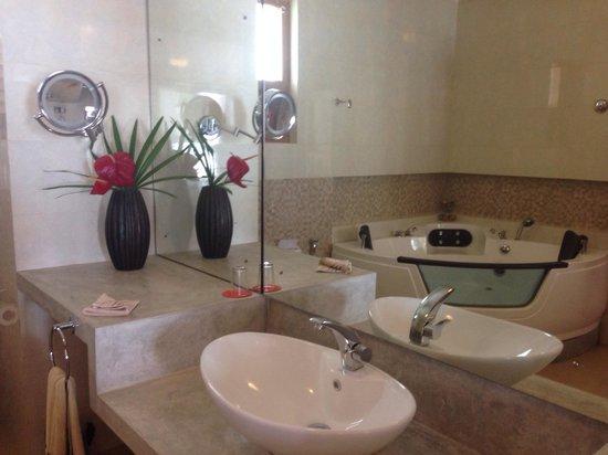 CoCo Bay Unawatuna : Bathroom