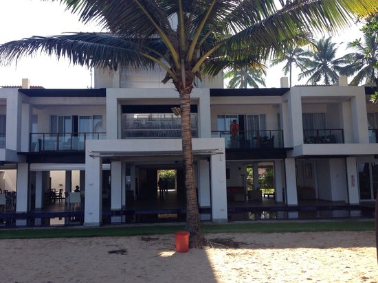 CoCo Bay Unawatuna : The hotel from the beach