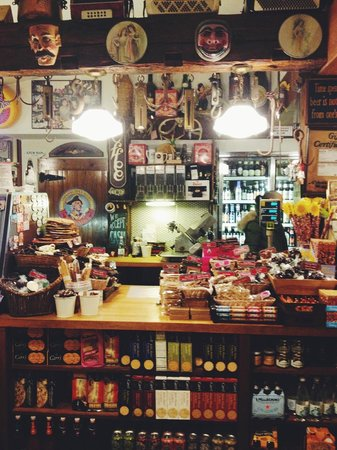 Last Chance Antiques & Cheese Cafe: cheese shop
