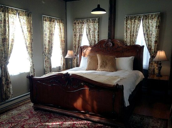 The Old Mill Inn: Cascade Suite