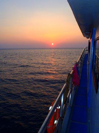Oktavia Dive Center: Typicall sun set