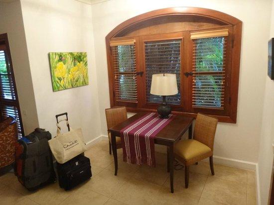 Cap Maison: In room dinning spot