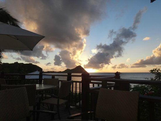 Cap Maison : Cliff side dinning at sunset