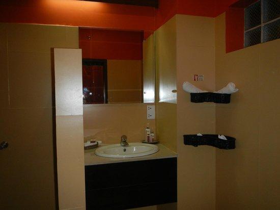 Pavillon Indochine Hotel : salle de bains