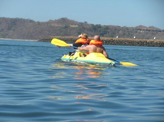 Allegro Papagayo: free kayaks in bay