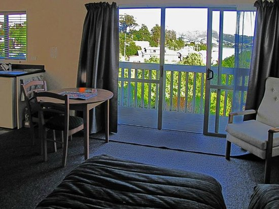 Portobello Motel: Room and view
