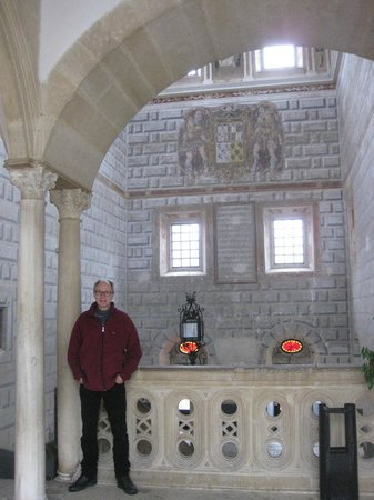 Hospital de Santiago: top of the impressive staircase, bordered with marble