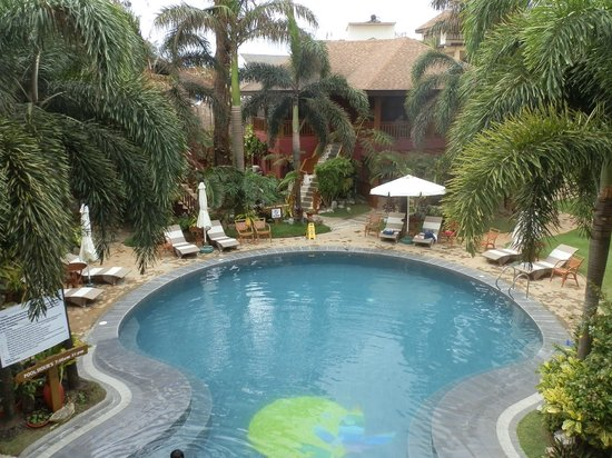Best Western Boracay Tropics Resort : 3-6 ft pool