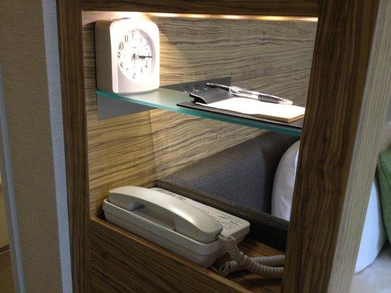 Hotel Sunroute Ariake: Bedside light
