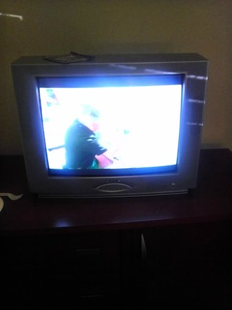 Creekside Lands Inn: 20+ year old TV