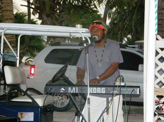 Wayos Beach Bar: Live music pretty often!