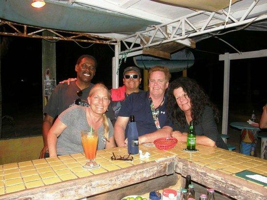Wayos Beach Bar: Having another great time at Wayo's!!