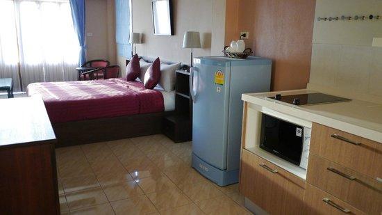 Baan Kongdee Sunset Resort: บรรยากาศภายในห้องผมเลือกแบบมีครัวด้วยละครับ