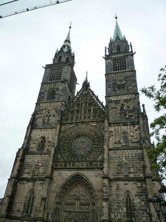 St. Lorenz Kirche: 聖ローレンツ教会外観。