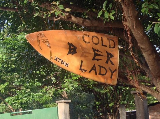 Two Brothers Surf Resort: Cold Beer Lady - Astillero
