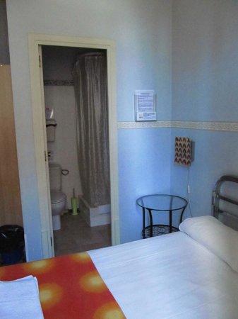 BCN Hostal Central: двухместный номер с ванной комнатой, хостел Централь