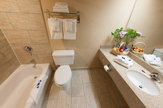 Best Western Escondido Hotel: Bathroom