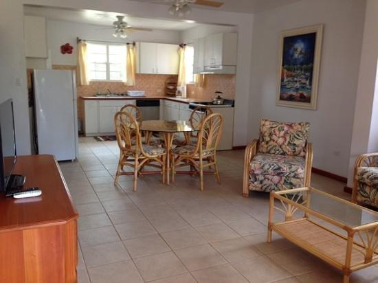 Miramar Apartments: 1 bedroom 2 baths suites