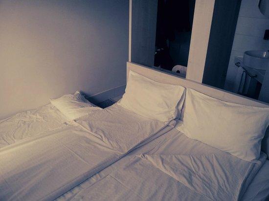 Hello Hotel : Bett