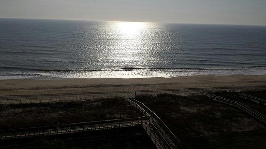 Courtyard by Marriott Carolina Beach: Nice to wake up to this when it was 20 deg back home.
