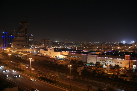 Mercure Grand Hotel Seef : View from the hotel balcony at night