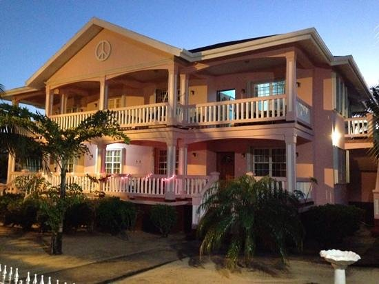 Miramar Apartments: one bedroom 2 baths suite at Miramar