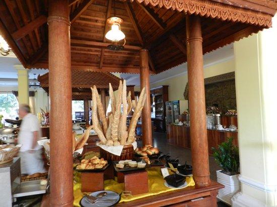 Hotel Somadevi Angkor Resort & Spa : Bread sticks in Buffet breakfast