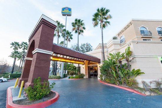 Best Western Escondido Hotel : Front Entrance