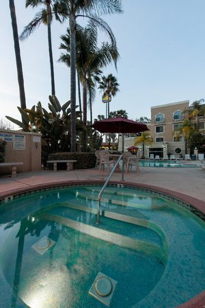 Best Western Escondido Hotel : Hot Tub and Pool